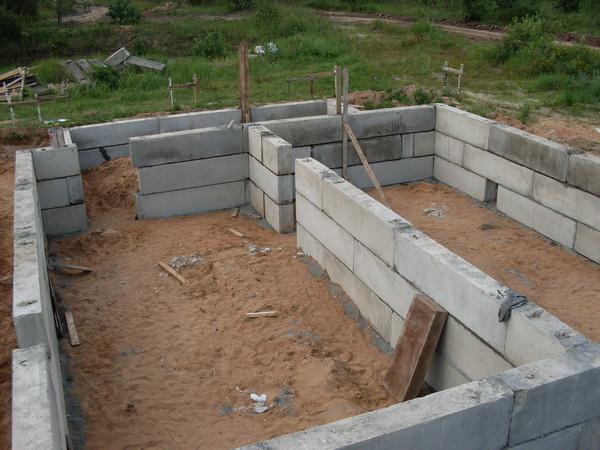 Монтаж фундаментных блоков - делаем подвал из ФБС 2
