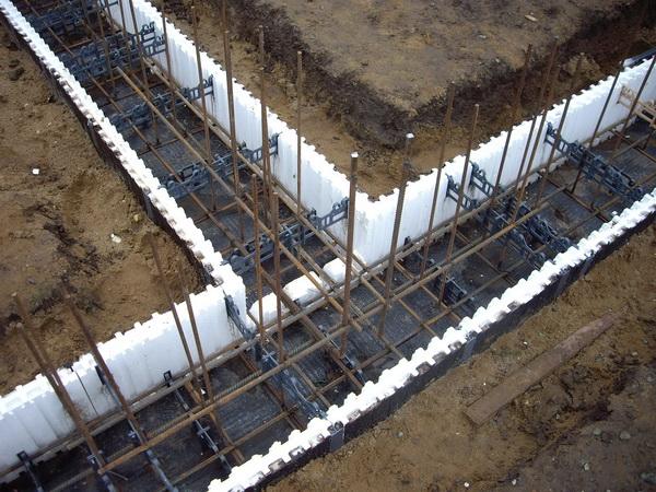Как сделать опалубку под фундамент дома из пенополистирола 2