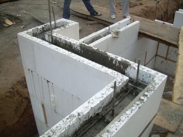 Как сделать опалубку под фундамент дома из пенополистирола 5