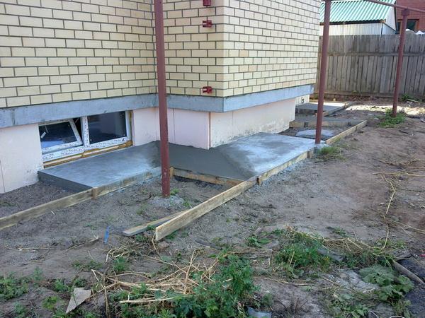 Устройство отмостки вокруг дома из бетона − оптимальные параметры бетонной отмостки 3