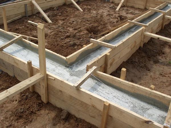 Делаем фундамент под баню со сливом 2