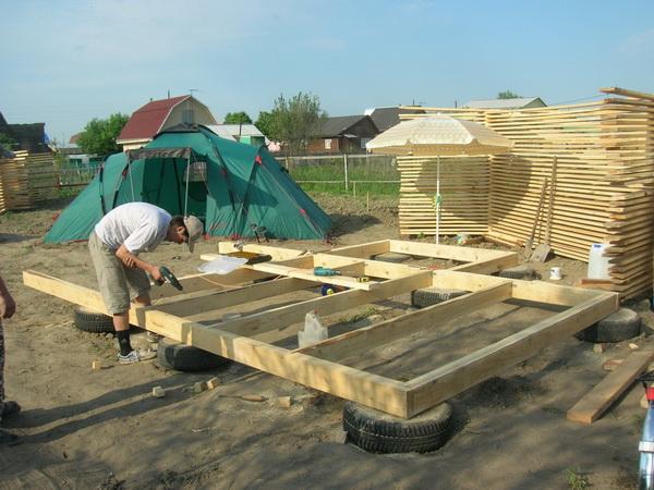 Строим фундамент из покрышек – дешево и сердито 4