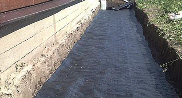 Чем обработать бетонную отмостку 4