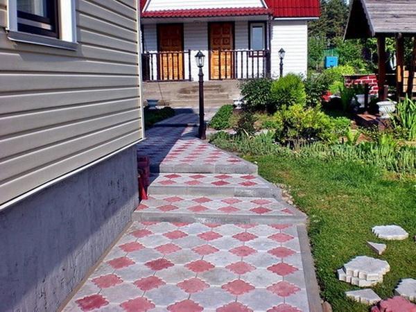 Устройство отмостки вокруг дома из тротуарной плитки 2