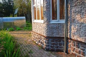 Цокольный сайдинг под камень – декорируем цоколь частного дома 1