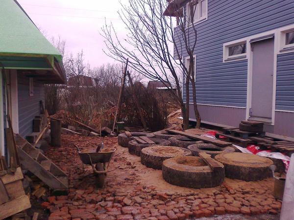 Строим фундамент из покрышек – дешево и сердито 3